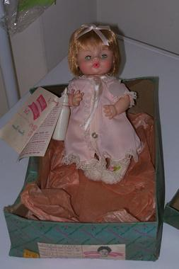 "1974 #2611 - 9"" SWEET TEARS Madame Alexander Baby Doll Mint"